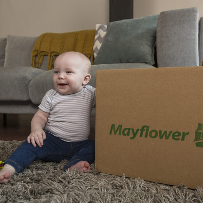 05_BabyWithBox_MT_4471